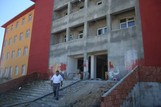 Veliköy Belediyesi okulu bitiriyor
