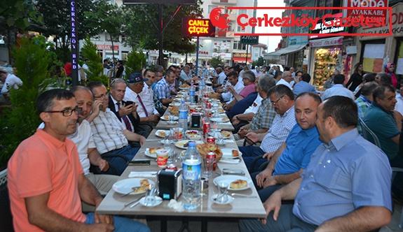 Taşıyıcılar kooperatifinden geleneksel iftar