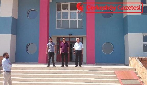 Yapımı devam eden okulları denetledi