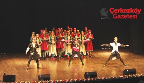 ÇOSB'de Devlet Halk Dansları Topluluğu gösterisi