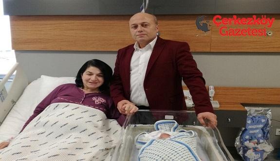 Ali Yahya bebek gözlerini açtı