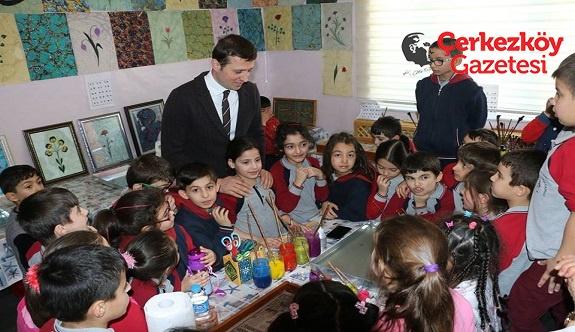 Minik öğrenciler Ebru yapmayı öğrendiler