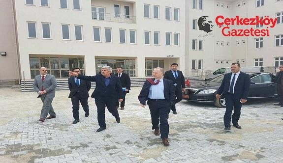Vali Ceylan Karaağaç'taki okulu inceledi
