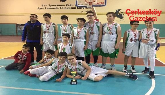 İmkansızlıklara rağmen Çerkezköy'e kupa kazandırdılar