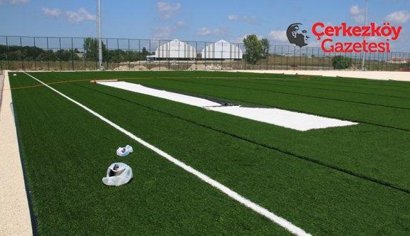 Futbol sahasının çim serimi başladı
