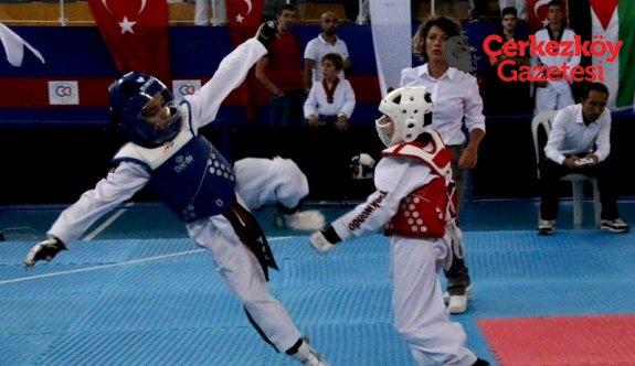 Taekwondo rüzgarı Çerkezköy'de esti