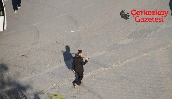 CHP çelengini devirdi; Ata'nın heykeline saldırmaya kalktı