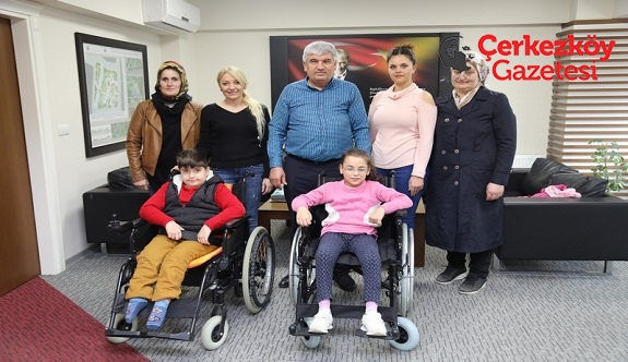Tekerlekli sandalyelerine kavuştular