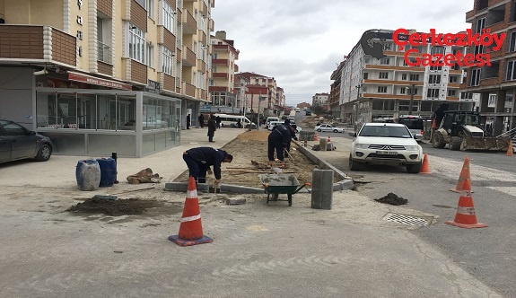 Turgut Özal Caddesi'nde kaldırımlar yenileniyor