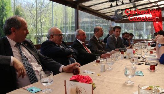 Akay Karayolları'na sordu: Türk Bayrağı reklam mı?