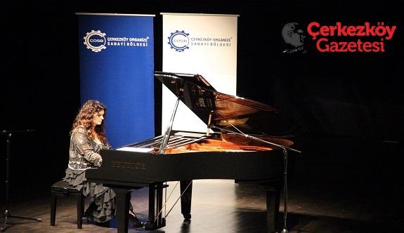 Dünyaca Ünlü Piyanist Anjelika Akbar ÇOSB'de konser verdi