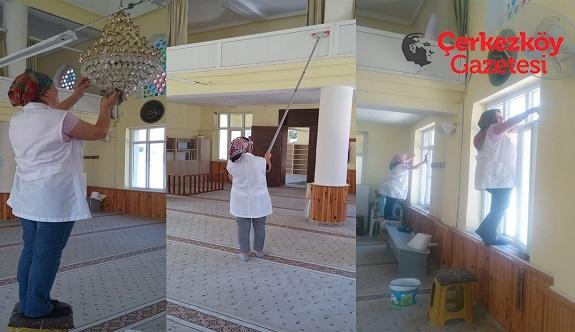 Kapaklı Belediyesi camileri temizliyor