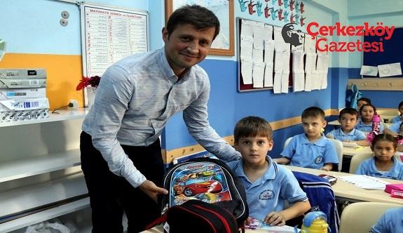 5 bin öğrenciye çanta ve kırtasiye malzemesi 