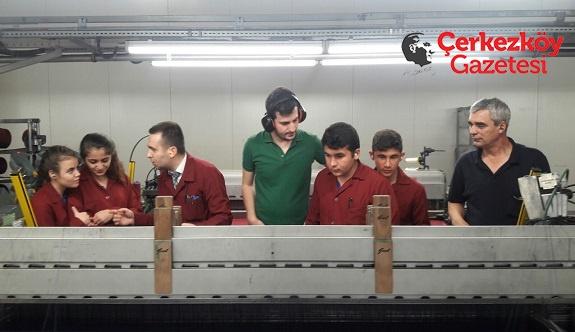 Okulda öğrendiklerini fabrikalarda uyguluyorlar 
