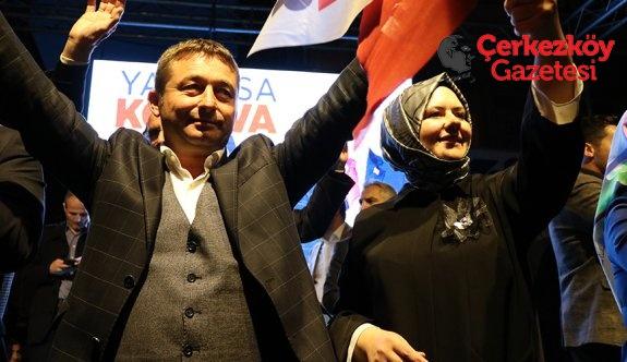 Kozuva ilk mitingine eşiyle çıktı