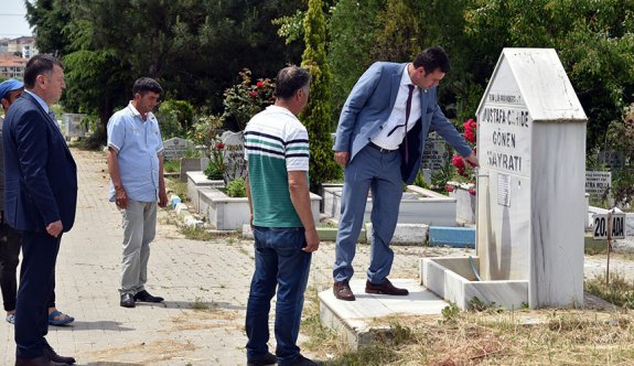 Bayram öncesi mezarlıkları teftiş etti