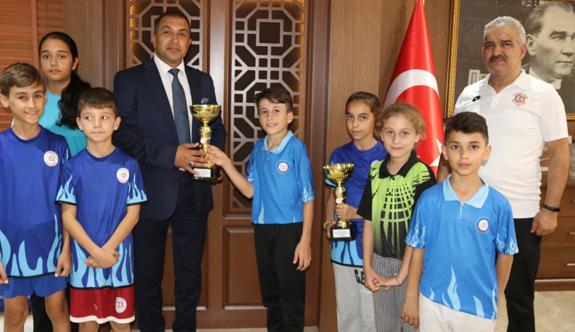 Şampiyonlardan Başkan Vekiline ziyaret