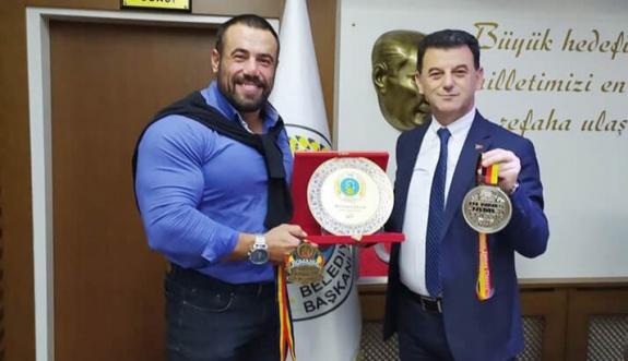 Avrupa Şampiyonu Memiş'ten Başkan Çetin'e Ziyaret