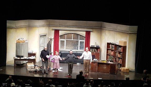 'Profesyonel' oyunu ÇOSB Konferans Salonunda sahnelendi