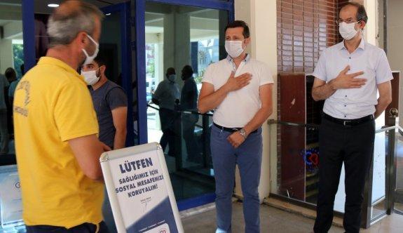 Akay belediye çalışanlarıyla bayramlaştı