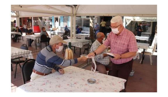 Ergene Belediyesi ücretsiz maske dağıtmaya devam ediyor