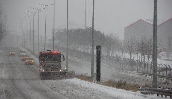 ÇOSB Müdürlüğü kar yağışında gece-gündüz yolları açık tuttu