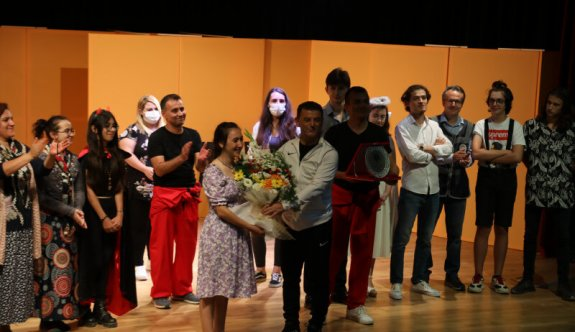 Kapaklı Belediyesi Tiyatro Kulübü İlk Oyununu Sahneledi