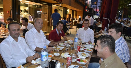 Başkan Akay, Gazetecileri iftar programında ağırladı