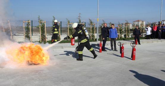 Hem teorik hem pratik yangın dersi