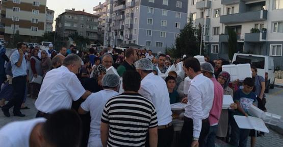 Her mahallede iftar sofrası kuruluyor