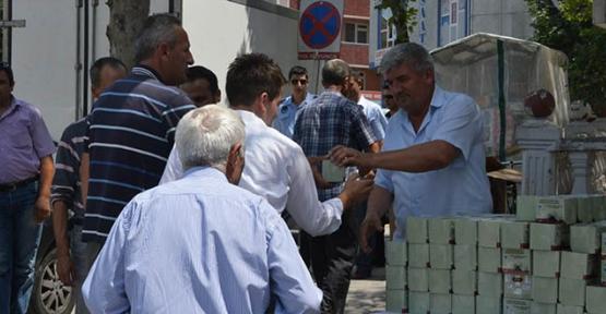 Kapaklı Belediyesi kandil simidi dağıttı