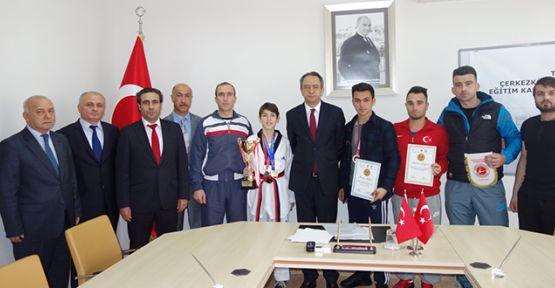 Kubilay'dan yıldız sporculara ödül