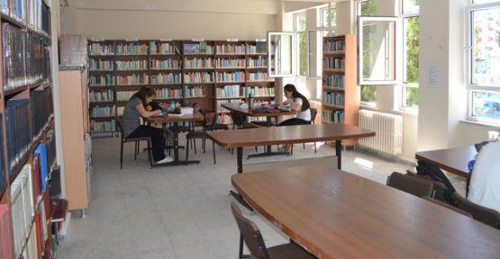 Kütüphanede üye sayısı 700'ü geçti