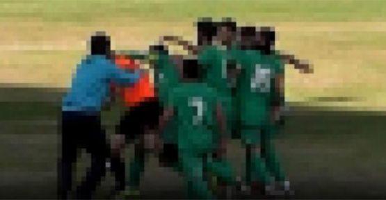 Maçın hakemine çirkin saldırı