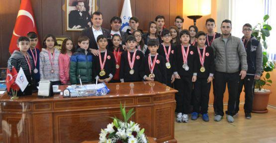 Şampiyonlar'dan Akay'a ziyaret