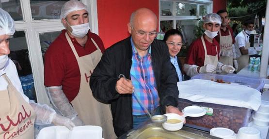 Süleymanpaşa Belediyesi Mahalle İftarları 100. Yıl Mahallesi'nde başladı
