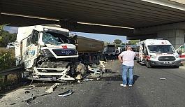 Otobüs ile kamyon çarpıştı: 7...