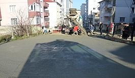 Yıldız Sokak'ta demirli beton yol