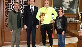 Şampiyondan Akay'a ziyaret