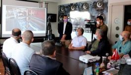 Ak Parti ve MHP'yi ziyaret etti projeleri...