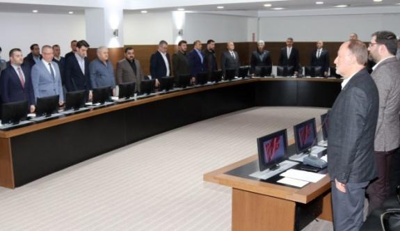 Meclis Şehitler için saygı duruşuyla başladı