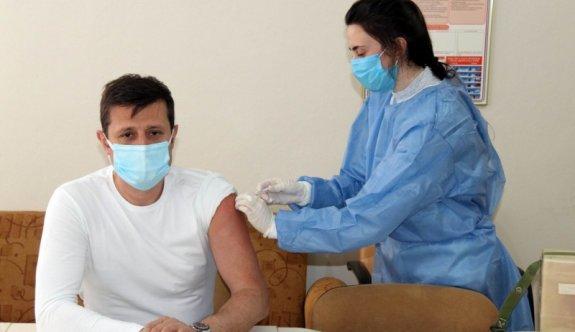Akay Korona Virüs aşısının ilk dozunu yaptırdı