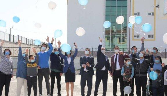 Başkan Çetin, Otizmli Çocuklarla Gökyüzüne Mavi Balon Bıraktı