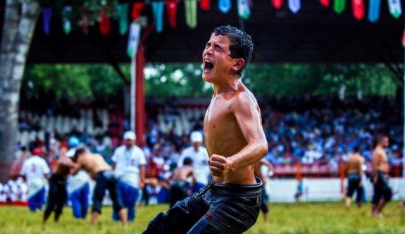 Şampiyon güreşçi Kırkpınar'da altın aldı