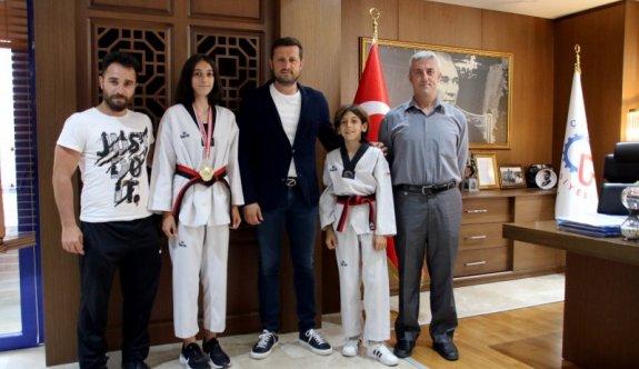 Türkiye Şampiyonu sporcu Başkan'ı ziyaret etti
