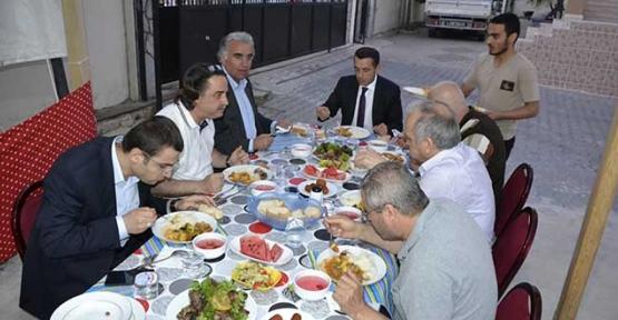 Genç İşadamları iftar yemeğinde bir araya geldi
