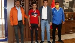 Şampiyon sporcu Akay'ı ziyaret etti